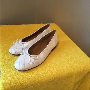 Stuart weitzman flat shoes